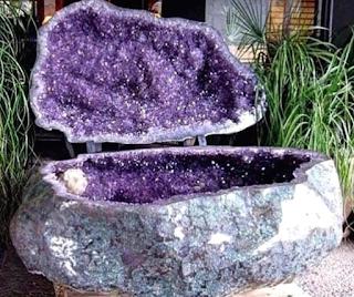 amethyst-geode-bathtub-in-tipspedia