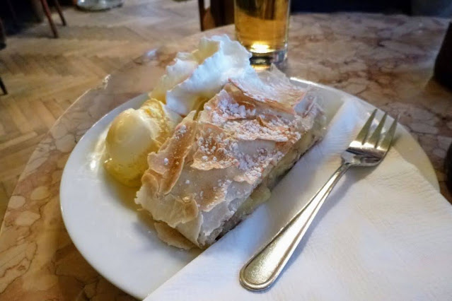 Vienna in December: Apple Strudel
