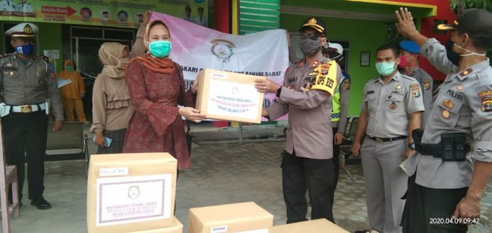 Kapolres Tulang bawang barat Serahkan Bantuan Sembako kepada Puskesmas Panaragan Jaya.