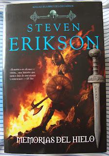 Portada del libro Memorias del hielo, de Steven Erikson