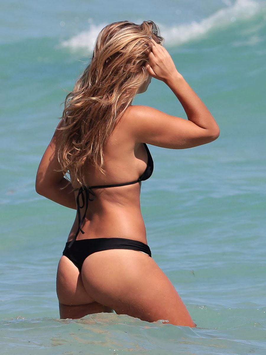 Natasha Oakley And Devin Brugman Hot Bodies Candid Bikini -4928