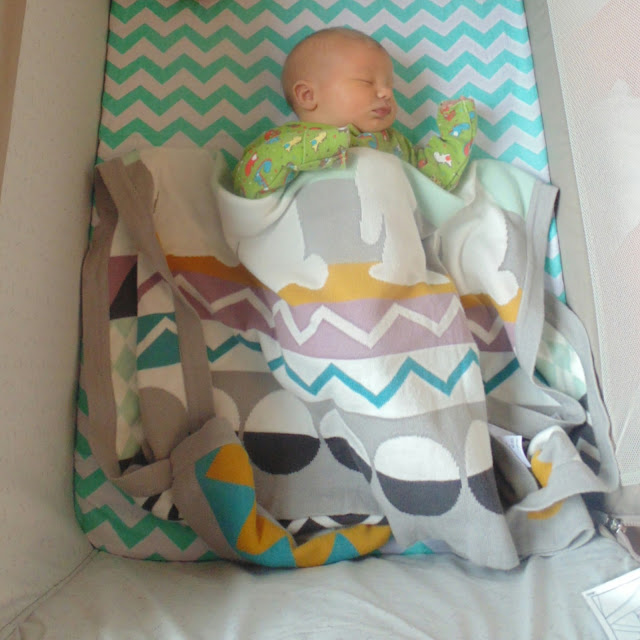 Chicco next2me crib review, bedding, mamas and papas blanket, newborn , next to me