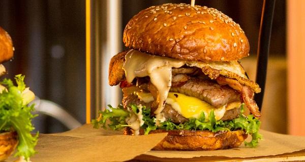 https://pixabay.com/pl/burger-żywności-bun-hamburger-2910266/