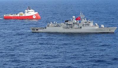 Türk savaş gemileri akdenizde görev yapan sondaj gemilerine eşlik ediyor.