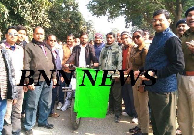 झंडा दिखाकर एसडीएम ने रवाना किया जागरुकता रैली को