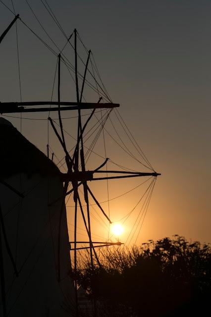Tramonto ai mulini a vento di Mykonos town