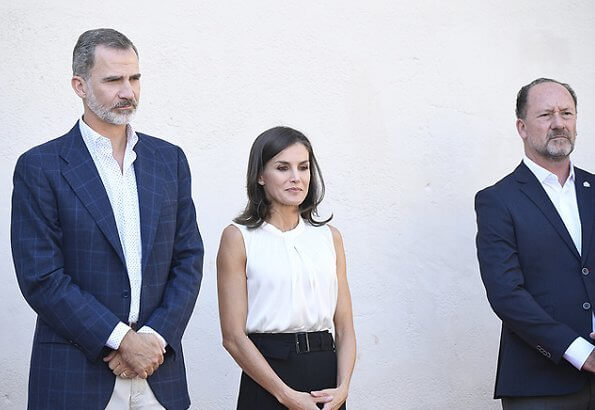 Queen Letizia wore Hugo Boss Iyabo silk top, Boss cropped wide leg trousers and hugo boss Italian-leather flats