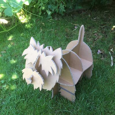 chien en carton