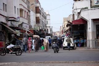 التسوق قبل يوم العيد يخرج سكان الأحياء الشعبية