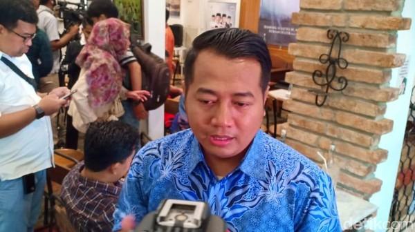 Membaca Aksi Anies Jadi 'Fotografer' Dadakan Jokowi