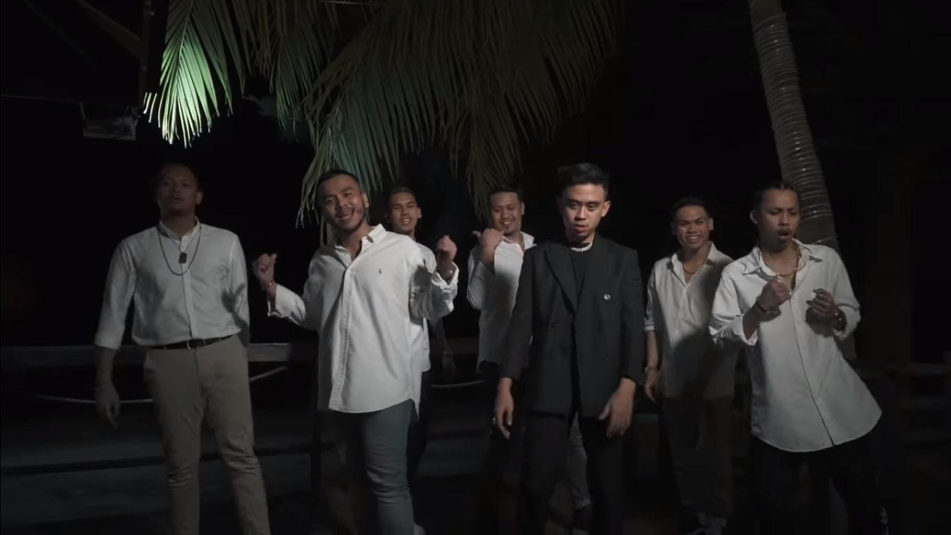 lirik lagu mimpi k-clique