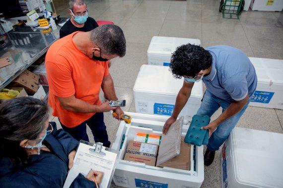 Rondônia recebe mais vacinas contra a covid-19; doses serão distribuídas para as Regionais de Saúde