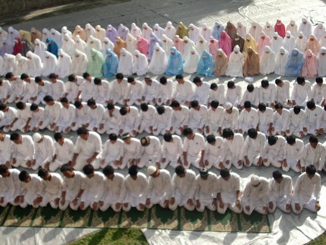12 Kiat Agar Sholat Khusyuk dan Sempurna, Muslim WAJIB BACA!
