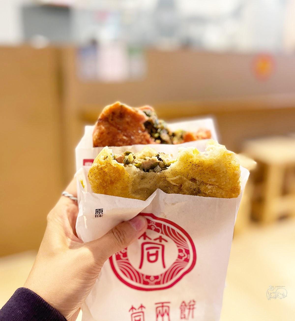 台南美食中西區一筒兩餅創意蔥肉餅|國華街銅板美食|古早味小吃