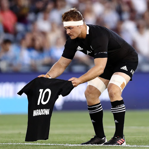 Los All Blacks homenajearon a MARADONA