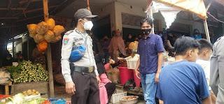 Tingkatkan Rasa Aman, Personel Polsek Alla Laksanakan Patroli Di Pasar