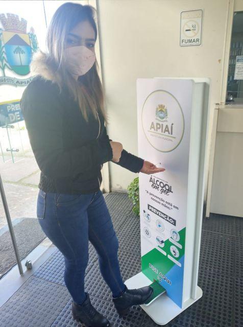 Prefeitura de Apiaí instala dispenser de álcool gel em setores de atendimento ao público