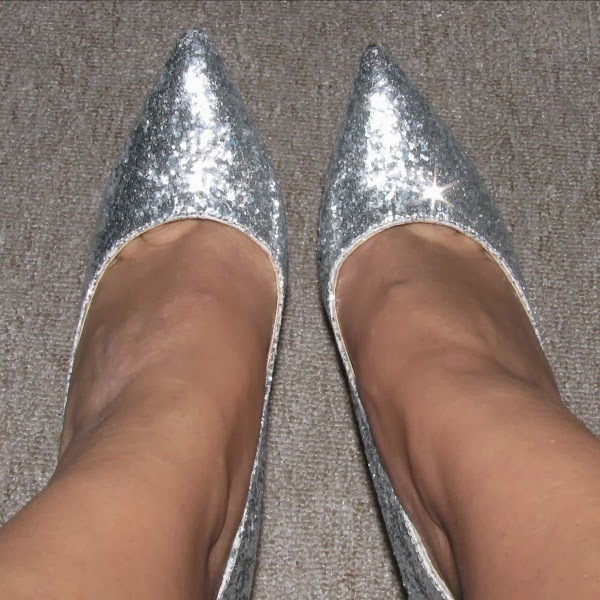 Sexy Pointed Toe Silver Sequins Slim Heel Glitter Pumps front