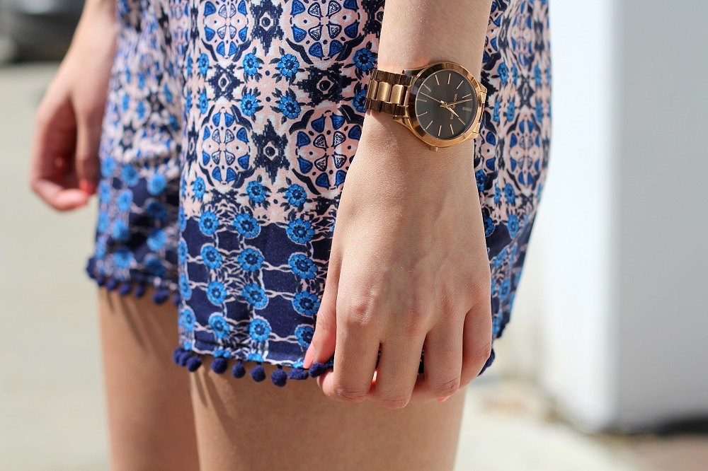 peexo fashion blogger wearing printed shorts with pom poms and rose gold michael kors watch