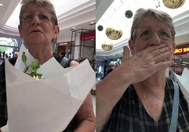 Idosa ganha flores de estranho e começa a chorar: vídeo!