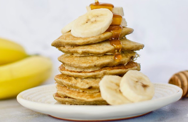 2-Ingredient Banana Pancakes #healthy #breakfast