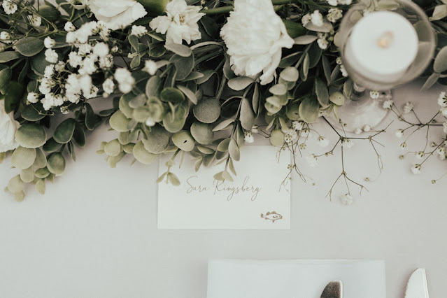 greenery centerpiece and place card