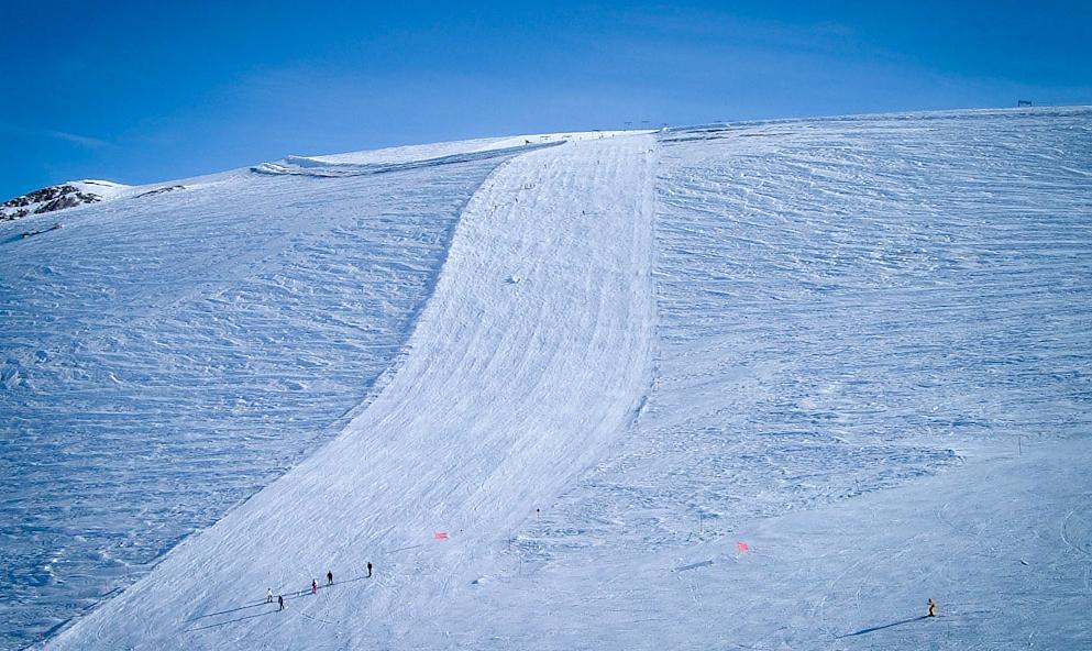 Glacier skiing at Les Deux Alpes, France