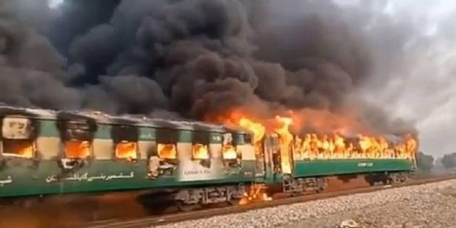 65 orang Tewas Di kereta akibat Kompor Meledak Di Pakistan