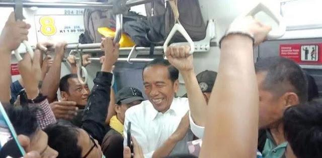 Aksi Jokowi Naik KRL Tidak Akan Dongkrak Elektabilitas