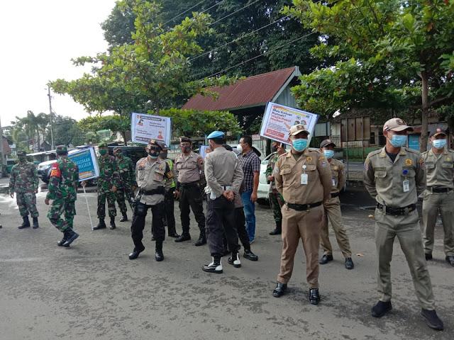 Babinsa Bersama Polri dan Satpol PP Laksanakan Penegakkan Prokes di Wilaya Binaan