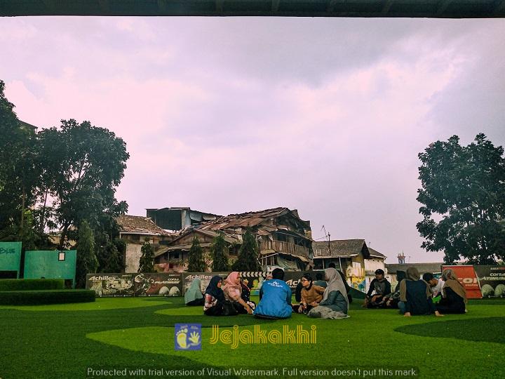 Nonton Bioskop Ala Misbar Di Taman Film Bandung