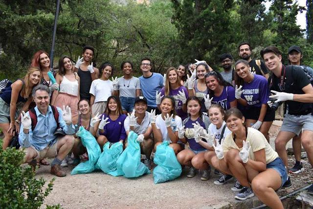 Φοιτητές από την Αμερική μάζεψαν απορρίμματα από τα σκαλιά στο Παλαμήδι