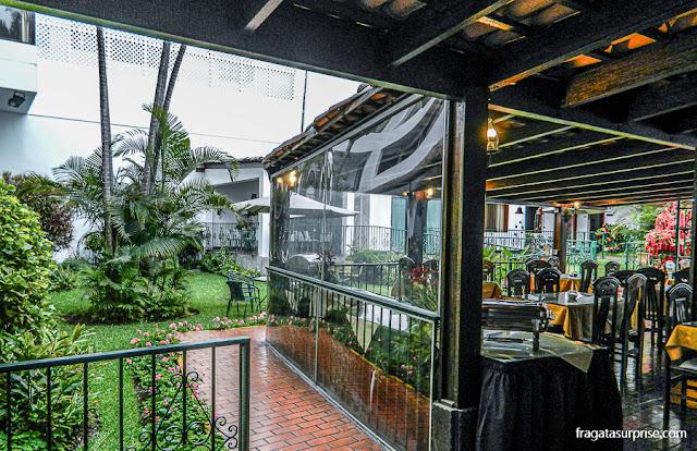 Pátio interno e restaurante do Hotel Señorial, Miraflores, Lima