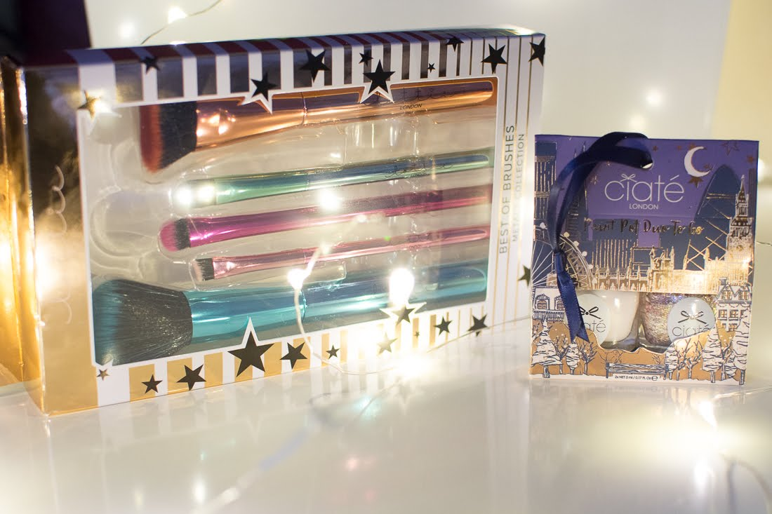 Christmas Gift Guide for the beauty lover and Giveaway lottie makeup brushes ciate gift set