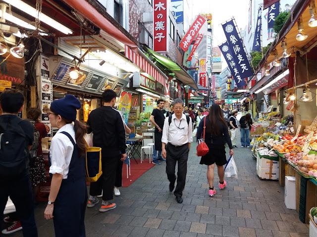 Ameyoko via di Tokyo giappone