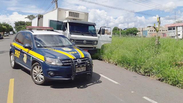 PRF recupera caminhão roubado em 2016 no Rio de Janeiro