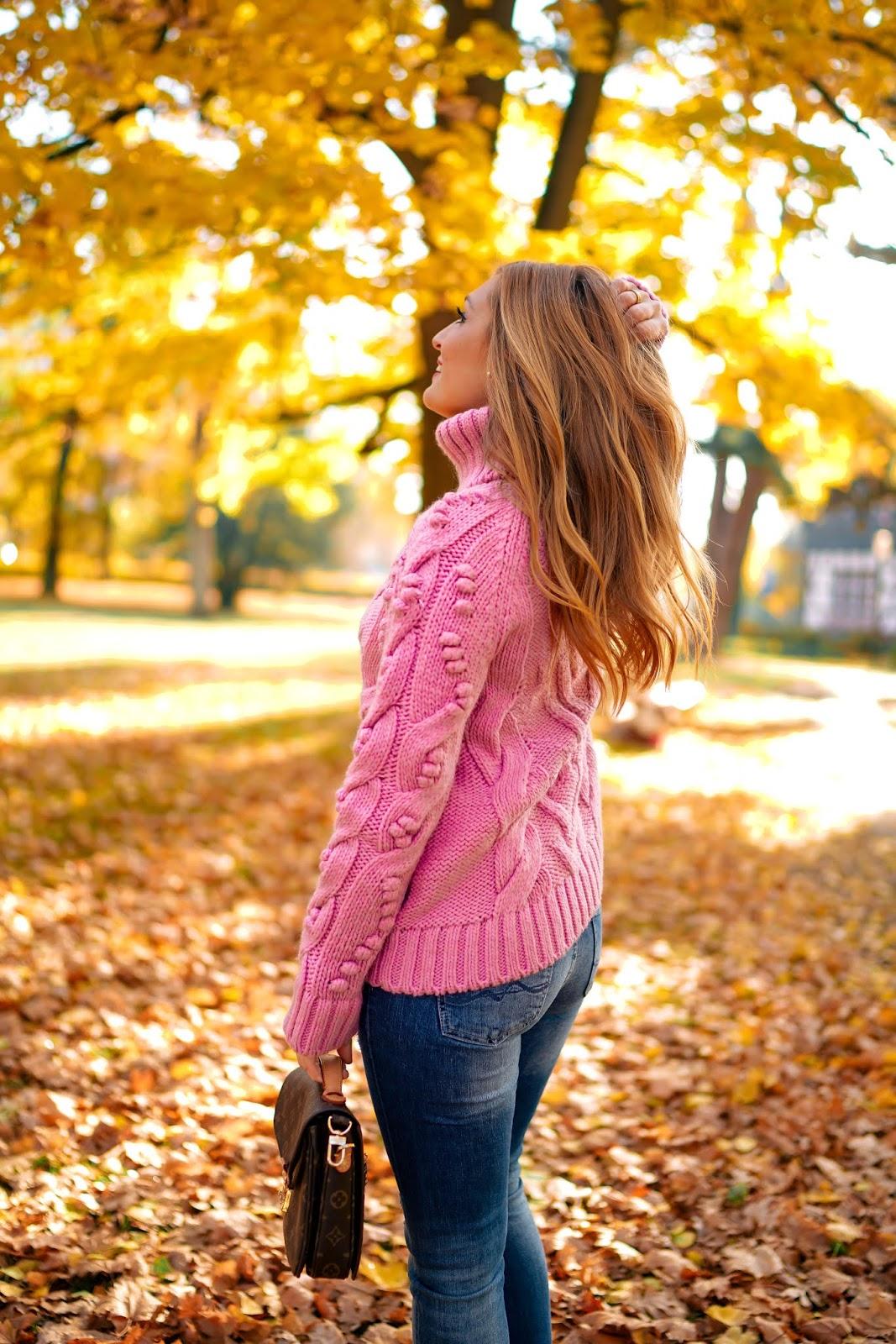 Rosa-rollkragenpullover-skinny-jeans-der-perfekte-herbstlook-was-ist-derzeit-im-trend-trend-outfit-Fashionstylebyjohanna.