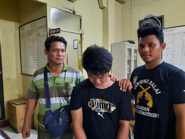 Pemilik Narkotika Jenis Sabu diamankan Polisi saat Sedang Berdiri disamping Rumah Warga