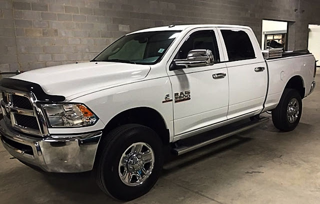 white-dodge-ram-2500-with-thin-black-pinstripe