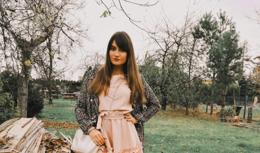 Dziewczęca sukienka w pudrowym różu #OOTD