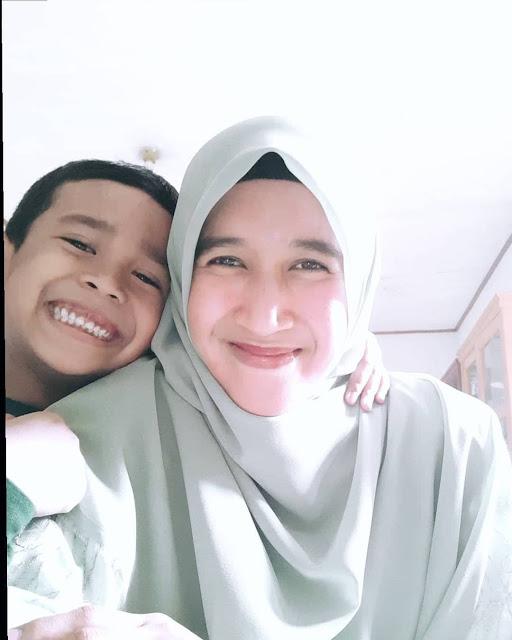 Istri ustadz Abdul Somad