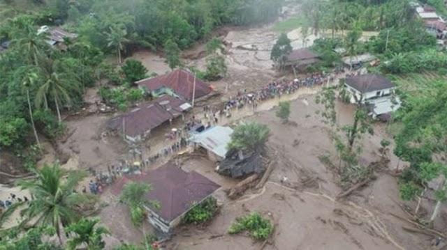 Satu Lansia Tewas Terperosok Tanah Ambles, Akibat Banjir Bukit Tinggi.