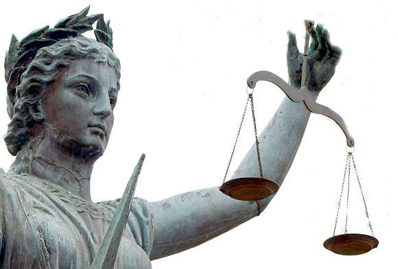 تعريف ومبادئ القانون التجاري وبيان موضوعاته و فروعة او اقسامة واستقلال قواعد القانون التجاري عن القانون المدني
