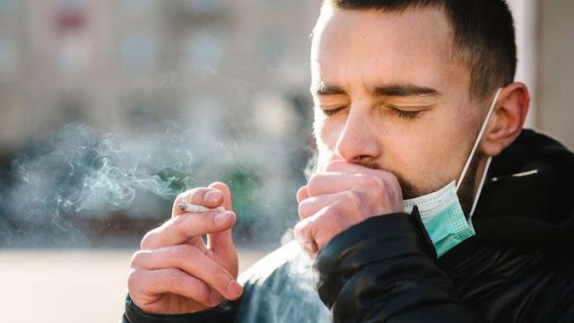 Έρευνα που ισχυρίζεται ότι οι καπνιστές έχουν μικρότερο κίνδυνο από το COVID-19, αποσύρθηκε για δεσμούς μελών της με καπνοβιομηχανία