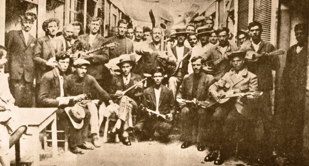 Rebetes, Karaiskaki.1933  Left, Vamvakaris, with bouzouki, middle, Batis, with guitar.