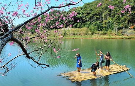 Hồ Đăk Ke - một địa điểm thu hút khách du lịch tại Măng Đen.