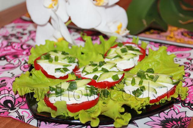 рецепт летней закуски с помидорами и огурцами