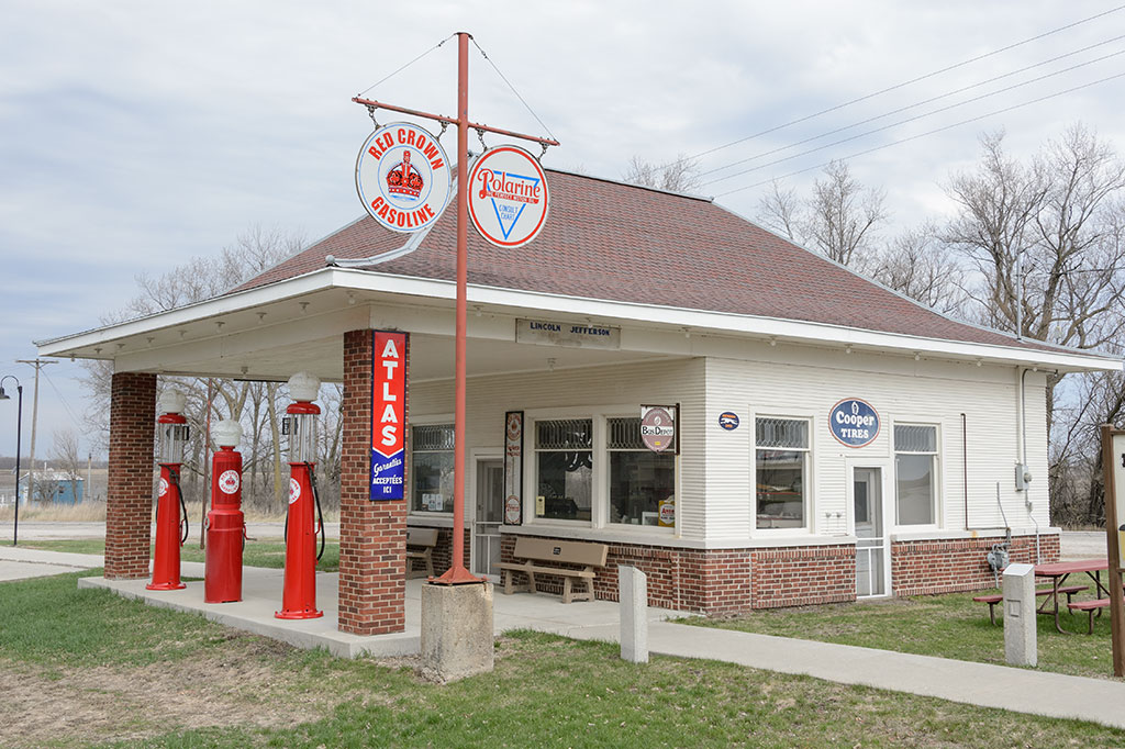 Reed's Standard Service Station in Colo, IA