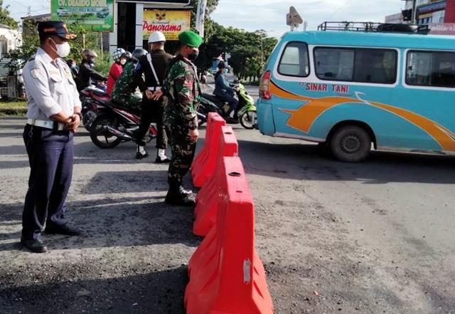 Ops PPKM Level lV Diwilayah Kota Pematang Siantar, Personel Jajaran Kodim 0207/Simalungun Perketat Protkes