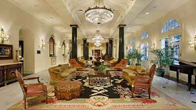 salah satu hal yang niscaya dicari yaitu daerah  tinggal menyerupai hotel 10 Hotel Berhantu Paling Menyeramkan di Dunia